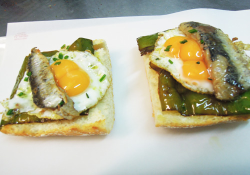 Montadito Cesareo – Sardina de bota y huevo de codorniz